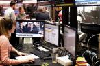 DRs muligheder for at bringe nyhedsartikler og analyser på sin hjemmeside skal begrænses, mener Dansk Folkeparti, som også vil regulere DRs muligheder for at vise TV-udsendelser og film på nettet. De privatejede medier støtter forslaget
