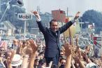 USA's i forvejen vanærede eks-præsident, Richard Nixon, benægtede offentligt at have medvirket til at sabotere et amerikansk fredsinititativ i Vietnam, for egen politisk vindings skyld. Nyfundne notater af hans nærmeste rådgiver, viser, at Nixon løj
