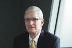 Apples øverste chef afviser at firmaet har fået brugerdata fra Facebook. »Vi handler ikke med data,« siger Tim Cook