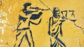 De unge rebeller styrer slagets gang på Kairos mure. Her har de endnu kontrol. Opfindsomheden er stor, og nu begynder det at sprøjte ud med bøger om den nye graffitibølge