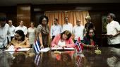 Mægleren. Norge allierer sig med mange parter i fredsprocesserne. Her underskriver tidligere viceudenrigsminister Gry Larsen samarbejdsaftaler med Cuba og Haiti som led i forhandlingerne om borgerkrigen i Colombia.