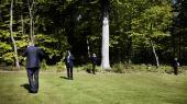 Konsensus. Man skal ligne de andre, mene ca. det samme som dem, og anerkende hinandens ret til at sidde på magten for at blive indlemmet i Danmarks elite. Derfor er f.eks. tidligere forbundsformand i Dansk Metal, Thorkild E. Jensen, en del af inderkredsen, mens FOA's formand Dennis Christensen ikke er det.
