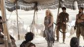 HBO-serien 'Game of Thrones' er fuld af powerkvinder, der går i krig og slår på tæven. Men serien angribes også for sexisme og for et afslappet upolitisk forhold til voldtægt. Filmatiseringen af George R.R. Martins fantasyepos er mere populært end nogensinde, men samtidig under kraftig beskydning
