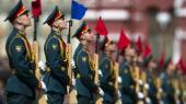 NATO-topmødet kommer til at handle om den forandrede geopolitiske situation. På billedet markerer russiske soldater sejren under Anden Verdenskrig ved en ceremoni afholdt på Den Røde Plads i år.