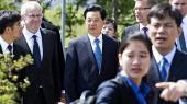 Ifølge vicepolitikommissær Michael Dekker Poulsen havde en PET-agent forud for det kinesiske statsbesøg i 2012 givet udtryk for, at handelsaftaler til 20 milliarder kroner risikerede at ryge i vasken, hvis den kinesiske præsident Hu Jintao tabte ansigt ved at kunne se demonstranter