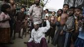 Mere end 120.000 rohingyaer er blevet sendt på flugt siden voldelige sekteriske overfald brød ud i 2012. Op mod 100.000 fygtninge bor stadig i lejre, hvor adgangen til lægehjælp og uddannelse er begrænset, skriver BBC.