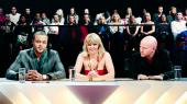 Danmarks Radio var i krise, da det i 2007 besluttede at sende X Factor – et program, der skulle blive koncernens største underholdningssucces nogensinde. Men både på bestyrelsesgangen og i offentligheden medførte det store diskussioner, for programmet brød med ideen om, hvad der var 'DR-værdigt'. Siden er X Factor blevet centrum for debatten om public service. En række hovedpersoner genfortæller det skelsættende første år
