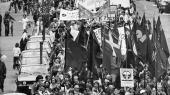 Om 1960'ernes og 1980'ernes marcher havde nogen egentlig politisk effekt, er svært at afgøre. Men de var formentlig med til at få nedrustningssagen højt på dagsordenen.