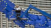 Hver gang venstrefløjen tager regeringsmagten i et af EU's medlemslande, må den vælge at bøje sig for EU's nyliberale kurs eller forlade dele af EU. Selv om EU i princippet kan ændres indefra, er det reelt næsten uladsiggørligt