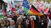 Demonstration i Paris mod CETA op imod aftalens underskrivelse i oktober sidste år. Nu blæser de franske medlemmer af Europa-Parlamentets socialdemokratiske gruppe til fortsat kamp.