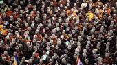En gruppe af den kontroversielle buddhistiske munkeorden Ma Ba Tha fejrer vedtagelsenaf et lovsæt, der begrænser rettighederne for landets minoriteter, som først og fremmest er muslimer. Mens militærets delvise overgivelseaf magten har ført til flere borgerrettigheder, er de rettigheder temmelig skævt fordelt mellem majoritet og minoritet, siger kritikere.