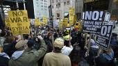 I weekenden demonstrerede amerikanere i blandt andet New York mod præsident Trumps bombning af en flybase i Syrien.