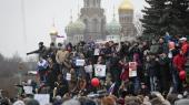 Demonstranter samlet i Sankt Petersborg den 26. marts, hvor russere over hele landet gik på gaden i protest mod landets styre.