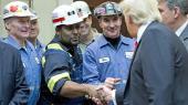Donald Trump vil bringe kulindustrien tilbage til ære og værdighed med nye job og har allerede taget skridt via præsidentielle dekreter mod at bane vejen for sektorens opblomstring – blandt andet i februar, hvor han også mødte enkelte arbejdere.