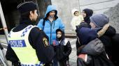 På Hyllie Station i Malmø, som er den første station i Sverige, tjekker politiet alle for pas eller anden legitimation efter landet indførte paskontrol. Det er en af en lang række stramninger, den såkaldte humanistiske stormagt har indført efter den store flygtningekrise i 2015.