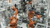 Robotarme arbejder på en VW-fabrik iChemnitz.