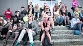 I sidste uge demonstrerede folk foran jobcenteret på Lærkevej i København. Anledningen var, at bogeren Vladimira Kristensen, der ikke kan få førtidspension, måtte deltage i et møde på jobcentret liggende på åen briks.