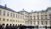 Kontreadmiral Nils Wangmener, at det er på tide at gøre op med Forsvarets alt for store officerskorps.»Det danske forsvar har lige så mange officerer og befalingsmænd som menige, og det er ikke særlig hensigtsmæssigt,« siger han.