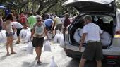 Indbyggere i St. Petersburg i Florida forbereder sig på, at orkanen Irma skal ramme den amerikanske østkyst i løbet af de kommende dage. Med vindhastigheder på over 295 km i timen er Irma den stærkeste orkan nogensinde målt i Atlanterhavet