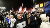 Demonstranter er gået på gaden i Gdansk i protest mod ændringer af Polens retsvæsen.