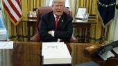 Kan man virkelig opføre sig så skandaløst, uciviliseret, uregerligt og uforudsigeligt som Donald Trump uden at blive afsat som amerikansk præsident? En kendt Harvardprofessor har undersøgt forfatningen og svaret er ... ja