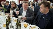 Statsminister Lars Løkke Rasmussen er søndag den 22. januar 2017 til nytårstorsk i Thyborøn i forbindelse med den årlige indsamling for LøkkeFonden, der hjælper drenge, der har svært ved at finde deres plads i samfundet. Til højre ses fiskeskipper John Anker Hametner fra Thyborøn