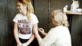 Det er fejlagtigt, når professor konkluderer, at en dokumentar på TV 2 alene har fået mange piger til at fravælge vaccination og dermed er skyld i 93 kræfttilfælde, lyder det fra en række eksperter.