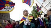 Det var bl.a. i politbetjentes e-mails, at Tibet-kommissionen fandt formuleringer som, at betjentene skulle »spotte og forhindre utilsigtede demonstrationer«.