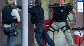 Klokken 05.18 den 23. september 2009 landede en stjålen helikopter på taget af værdicentralen G4S i Stockholm. Tre mænd sprang ud, og mens den ene gik i gang med at smadre en glaspyramide på taget, læssede de to andre stiger, våben, sprængstoffer, brækjern og andet udstyr ud på taget. Det mest spektakulære røveri i Skandinavien i nyere tid var i gang. Fra taget firede de sig ned i bygningen, hvor de sprængte flere døre på deres vej til rummet, hvor de store pengesummer blev opbevaret.