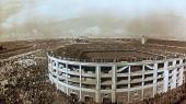Det oprindelige Barnebéu-stadion under en kamp sidst i 1940'erne. Først i 1955 fik det sit nuværende navn, Estadio Santiago Bernabéu.