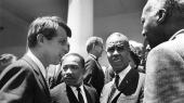 I anledning af 50-året for mordene på Robert F. Kennedy og Martin Luther King har David Margolick skrevet en fascinerende bog om de to mænd, der i hans øjne repræsenterer det bedste i det amerikanske samfund.