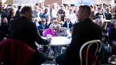 Folkemødet på Bornholm er skabt for at vælgere og politikere kan mødes. Men partierne burde måske tænke mere på deres vælgere end bare det. Her er Henrik Sass i samtale med Mads Kastrup på Folkemødet 2017.