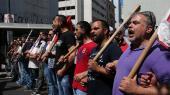 Grækenland håber på et 'clean exit' fra det tredje hjælpeprogram, så landet atter kan stå på egne ben og få adgang til kapitalmarkederne. Torsdag forhandles betingelserne mellem eurofinansministrene, men den tysk-græske økonom Jens Bastian tvivler på, at de vil finde en bæredygtig løsning for det gældsplagede land. De seneste uger har der i Athen været demonstrationer mod de løbende reformer.