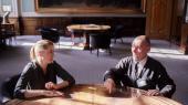 Daværende beskæftigelsesministerMette Frederiksen mødes med dagpengemodtageren John Hviid til en snak om virkeligheden.