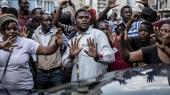 »Mens udenlandske observatører har kunnet nyde et valg i Zimbabwe, der var velafviklet uden vold, føler oppositionen sig overbevist om, at der alligevel kan være foregået valgfusk.« skriverPeter Tygesen.