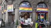 Når virksomheder som Nordea, Microsoft, 7-Eleven og Starbucks får lov at bruge Priden som led i deres marketingsstrategi, mener kritikerne, at Priden er blevet for udvandet og kommerciel.Men det er, ifølge Gry Inger Reiter,en misforstået kritik.