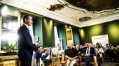 Finansminister Kristian Jensen præsenterede torsdag regeringens forslag til finanslov for det kommende år. Han lovede blandt andet, at regeringen vil lave »offensive prioriteringer«, og at kernevelfærden« vil blive løftet.