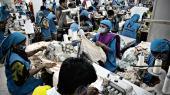 I udkanten af Dhaka, Bangladesh, ligger fabrikken Oeko-Tex, der producerer og syr tøj for den danske virksomhed Bestseller.