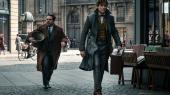 Jacob (Dan Fogler) og Newt (Eddie Redmayne) leder efter skurkagtige Grindelwald (Johnny Depp) i 1920'ernes Paris i David Yates og J.K. Rowlings 'Fantastiske skabninger: Grindelwalds forbrydelser'.