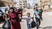Civile flygter fra byen Afrin i det nordlige Syrien, efter at Tyrkiske styrker sidste år rykkede ind i byen for at fordrive den syrisk-kurdiske milits Folkets Beskyttelses Enhed (YPG). Militsen har erobret den nordøstlige fjerdedel af Syrien efter fire års krig mod Islamisk Stat.