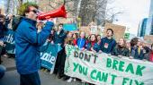 Den voksende bekymring over den eskalerende klimakrise har ikke bare udløst de skolestrejker, som nu er blevet verdensomspændende, men også kollektive appeller om handling fra grupper af foruroligede naturvidenskabsfolk og initiativer for Green New Deal-programmer i både USA og Europa.