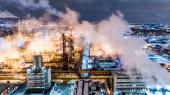 Verdens store olieselskaber kritiseres for at puste sig op som grønne selskaber, mens de samtidig forsøger at presse lovgivere til at dæmpe grønne ambitioner.