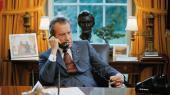 Præsident Nixon optog alle samtaler, der foregik i Det Ovale Kontor, og båndoptagelserne danner i Charles Fergusons dokumentarfilm, 'Watergate', baggrund for de rekonstruktioner af samtalerne, hvor skuespillere spiller præsidenten og hans håndgangne mænd, mens dialogen er hentet direkte fra de rigtige samtaler.