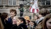 De mange unge i byer verden over– her København –der går på gaden om fredagen i protest for klimaetbakkes nu op afen stor gruppe af verdens førende forskere.