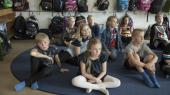 Andet klassetrin på Gram Skole mødes i begyndelsen af hver time i Auditoriet, hvor de modtager beskeder fra lærerne. Herefter strømmer de ud på forskellige hold opdelt efter niveau og temperament. Denne model har personalet på skolen døbt Gram-blomsten.