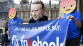 En rapport fra ngo'en Avaaz dokumenterer falske historier, citater og desinformation om især migration og muslimer fra omkring 500 højreradikale sider og grupper på sociale medier i Tyskland, Frankrig, England, Spanien, Polen og Italien. Her er det en demonstration mod Facebook' spredning af fake news i London.