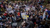 Det er den 13-årige klimaaktivist Alexandria Villasenor, der her står med megafonen, det startede skolestrejkerne for klimaet i USA – strejker, som mange forventer nu vil brede sig på den anden side af sommerferien.