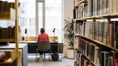 Unge er de seneste mange år blevet mødt med velmenende råd om at finde en 'jobsikker' uddannelse. En underliggende antagelse har været, at de klassiske humanistiske uddannelser ikke tilhørte den kategori, skriver lektor Esther Oluffa Pedersen.