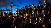 De millioner af borgere, der har demonstreret i Hongkong, kan næppe genkende det billede som kinesiskstyrede statsmedier tegner af dem.