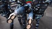 Hele sommeren har der fundet demonstrationer sted hver lørdag i Moskva. Politi og sikkerhedsstyrker har reageret på de store demonstrationer ved at tilbageholde i alt flere end 3.000 mennesker, det højeste antal i nyere russisk historie. De mange tilbageholdelser virker som en overilet reaktion, mener den fremtrædende russiske samfundsforsker Iosif Diskin, som tror, at årsagen er, at demonstrationerne er kommet bag på myndighederne.